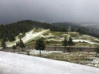 Haziran ayında Ilgaz Dağı'na kar yağdı