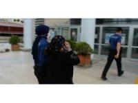Çocuğunu kullanarak hırsızlık yapan kadın yakalandı