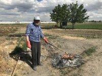 Konya'da 65 yaş üzeri vatandaşlar vaktini bahçesinde değerlendiriyor