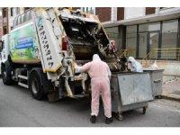 Çayırova'da çöp konteynerleri yerinde yıkanıyor