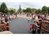 Parklar çocuklarla şenlendi