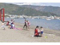Marmaris'te çocuklar denizin  ve parkların tadını çıkardı
