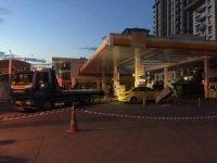 Beyoğlu'nda ticari taksi benzin istasyonuna daldı