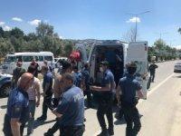 Kuşadası'nda polis aracı kaza yaptı: 2 polis hafif yaralı