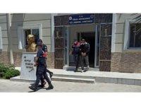 İzmir'de iş yerinden 105 bin liralık malzeme çalan hırsızlar yakalandı