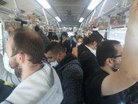 Metrobüs ve duraklarda sosyal mesafe hiçe sayıldı