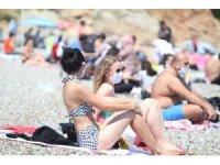 Dünyaca ünlü Konyaaltı Sahilinde Sahil Güvenlik, polis ve zabıtadan maske denetimi
