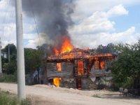Yangında evsiz kalan aileye Büyükşehir'den yardım eli
