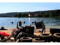Burası ikinci el dükkanı değil içme suyu kaynağı olan Sapanca Gölü