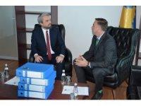 Kosova'da Türk Bakan Enis Kervan, göreve başladı