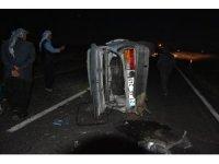 Kaza yapan otomobile, başka bir araç çarptı: 3 yaralı