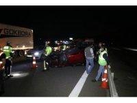 TEM'de bariyerlere çarpan otomobil takla attı: 5 yaralı