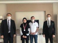 'Minnettarız' yarışmasının Türkiye ikinci ödülünü ailesinin elinden aldı