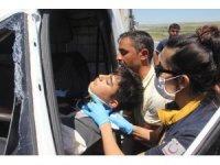 Kazada kamyonet içerisinde sıkışan gencin imdadına sağlıkçı belediye başkanı yetişti