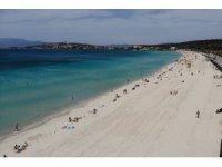 Kısıtlama kalktı, İzmir'de plajlar doldu