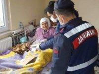 Develi'de 897 kişinin aylığı evlerinde teslim edildi