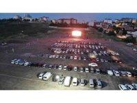 Sultanbeyli'de açık havada arabalı sinema gecesi