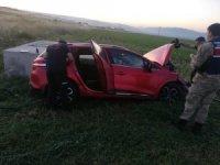 Amasya'da otomobil tarlaya uçtu: 3 yaralı