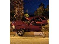 Hurdaya dönen otomobilde 3 kişi yaralındı
