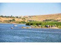 Cizre'de Dicle Nehrine giren 2 kardeşten biri öldü, diğeri kayboldu