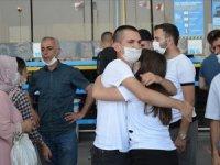 Havalimanından asker uğurlamalarında sosyal mesafe kuralı uyarısı yapıldı