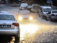 Ankara'da etkili olan sağanak yağışta alt geçitleri su bastı, çok sayıda araç suya gömüldü