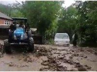 Bartın'da sağanak yağış taşkınlara neden oldu