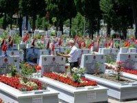 Edirnekapı Şehitliği'nde Babalar Günü hüznü