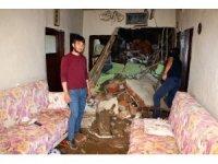 Yozgat'ta sağanak yağış bir evi kullanılamaz hale getirdi