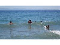 Öğrenciler sınavda ter döktü, tatilciler sahilde serinledi