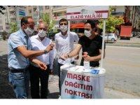 Elazığ'da vatandaşa maske hizmeti