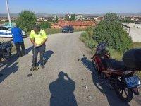 Şuhut'ta motosikletler kafa kafaya çarpıştı: 2 yaralı