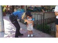 Akçakoca'da polis ekipleri meske denetimi yaptı maskesi olmayan çocuklar maske verdi