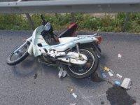 Motosiklet bariyerlere çarptı: 1 ölü, 1 yaralı