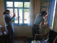 İmranlı'da 'Evlere Şenlik' projesi ile evler temizleniyor