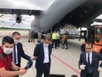 """MSB: """"Sırbistan'a tıbbi yardım malzemelerini ulaştıran uçağımızı Sırbistan Başbakan Yardımcısı ve Ticaret, Turizm ve İletişim Bakanı Rasim Ljajiç, Büyükelçimiz Tanju Bilgiç ve Askeri Ataşemiz Albay Memduh Orbay Kılınç k"""