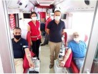 Muhtarlar gönüllü kan bağışında bulundu