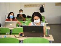 Eğitim fakültesinden öğretim elemanlarına uzaktan eğitim dersleri