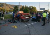 Kazada parçalanan Tofaş'ın içerisindeki 2 kişi hayatını kaybetti