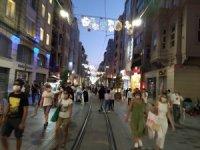 İstiklal Caddesi ve Taksim Meydanı'nda korona virüs tedbirleri unutuldu