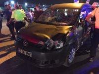 Kuşadası'nda otomobil yayalara çarptı: 4 yaralı