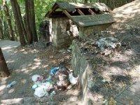 Bursa'da doğa harikası şelaleyi çöplüğe çevirdiler