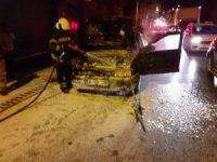 Seyir halindeki otomobilden bir anda dumanlar yükseldi