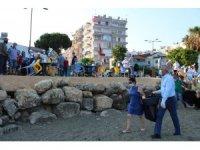 Başkan Tarhan, Mezitlililerle birlikte sahil temizliği yaptı