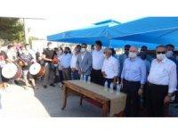 Bakan Karaismailoğlu, Silifke'de davul zurna ve pankartlarla karşılandı