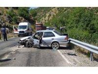 Otomobille minibüs çarpıştı: 5 yaralı