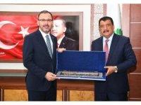 Bakan Kasapoğlu Malatya Büyükşehir Belediyesini ziyaret etti