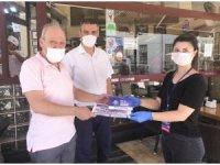Büyükşehir maske ve dezenfektan dağıtımına devam ediyor
