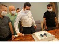 Başkan Özlü'ye doğum günü sürprizi