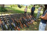 Kaçak avcıların silahları önce sergilenecek sonra satılacak